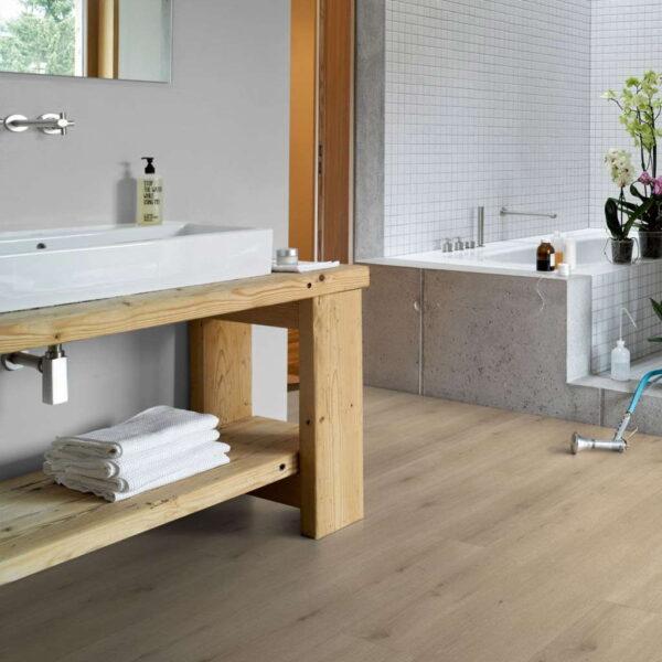 Roble Urban Claro Calizo XXL - Vinílico Parador Modular ONE ambiente baño