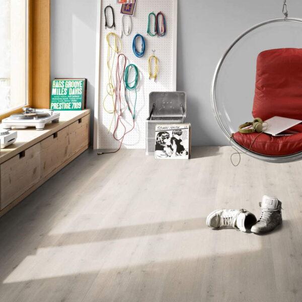 Roble Urban Blanco Calizo XXL - Vinílico Parador Modular ONE ambiente estudio