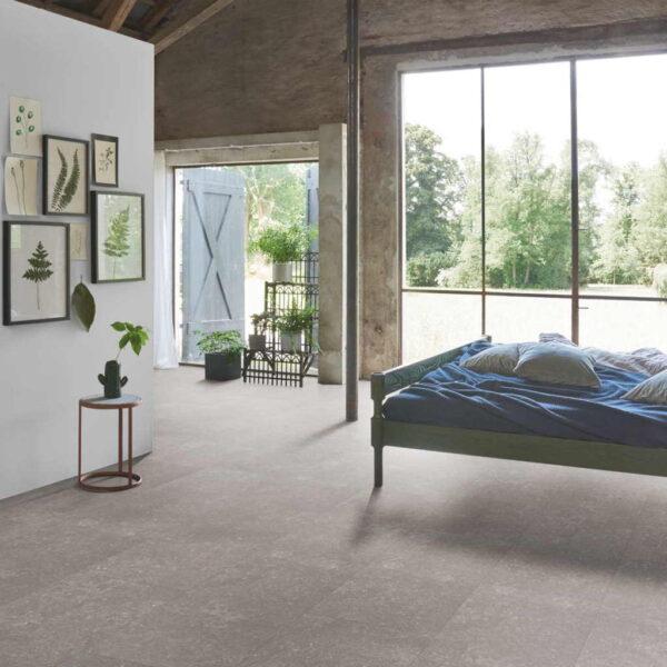 Granito Gris - Vinílico Parador Modular ONE Baldosa Grande ambiente dormitorio