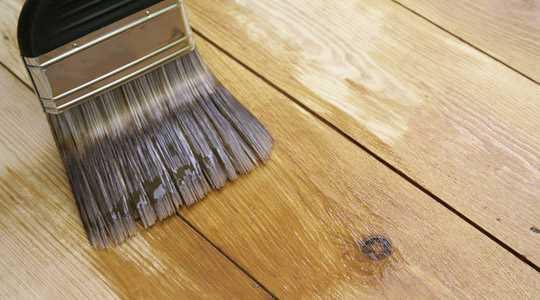 Acabados y protección de la superficie en las tarimas de madera