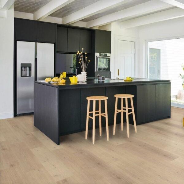 Roble Natural Mix Gris - Vinílico SPC Parador Classic 2070 ambiente cocina