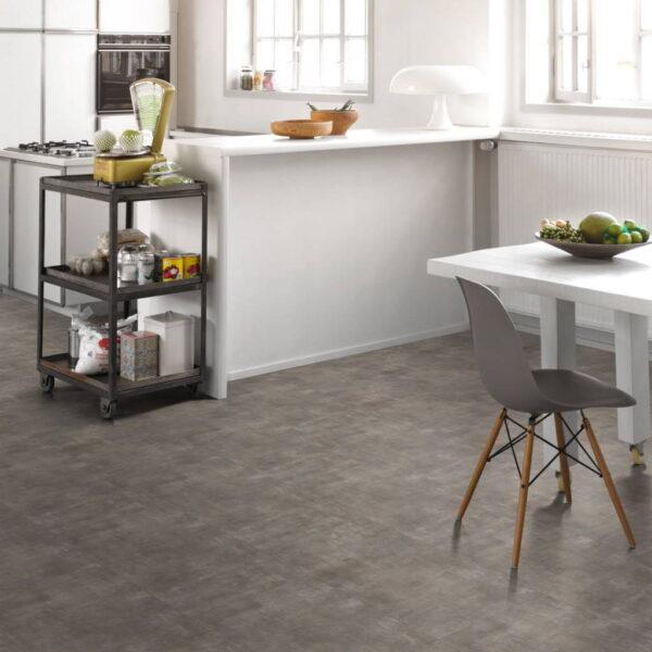 Mineral Grey - Vinílico SPC Parador Trendtime 5 Baldosa Grande ambiente cocina