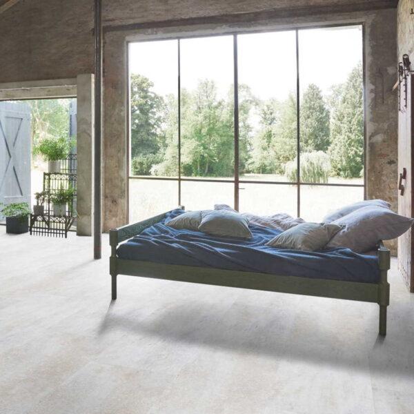 Dolomita Blanco - Vinílico SPC Parador Trendtime 5 Baldosa Grande ambiente dormitorio