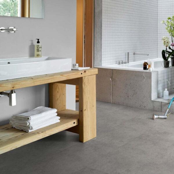 Cemento Gris - Vinílico SPC Parador Trendtime 5 Baldosa Grande ambiente baño