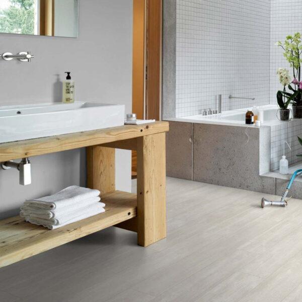 Roble Nordic Blanco - Vinílico Parador Modular ONE 1 Lama ambiente baño