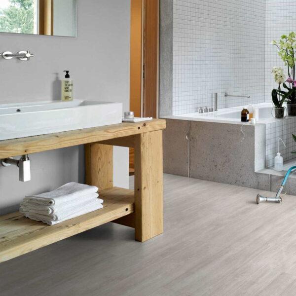 Roble Nordic Gris XXL - Vinílico Parador Modular ONE ambiente baño