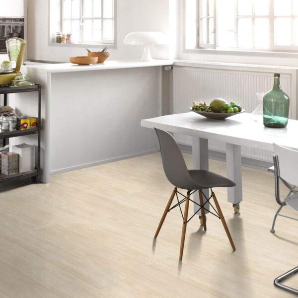 Roble Nordic Beige XXL - Vinílico Parador Modular ONE ambiente cocina